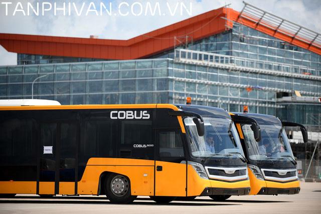 Xe bus phục vụ hành khách.